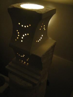 Lampada in pietra leccese fatta a mano
