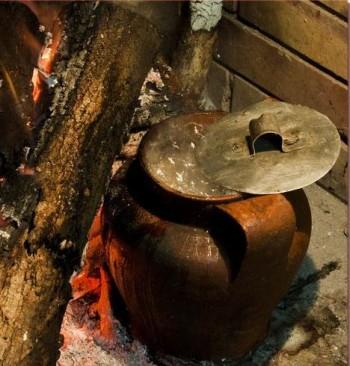 La pignata oggetto tipicp e caratteristico della Puglia