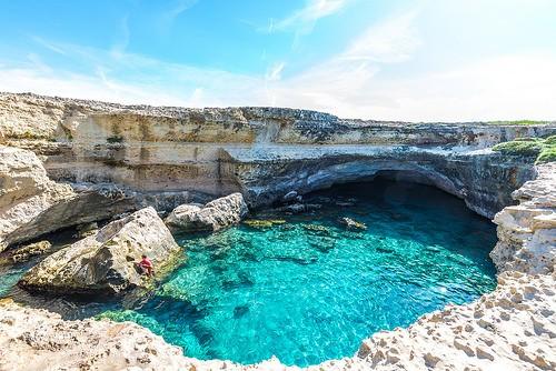 """""""Com'è profondo il mare"""" Grotta della Poesia e la sua leggenda"""