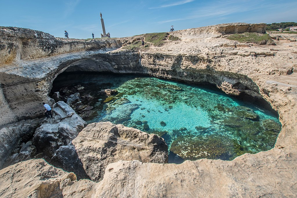 Grotta della Poesia Roca Vecchia