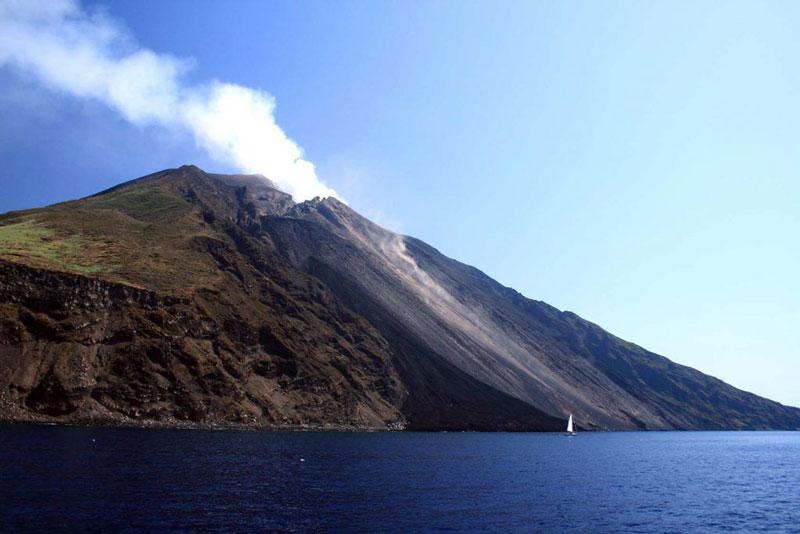 Stromboli vista dal mare
