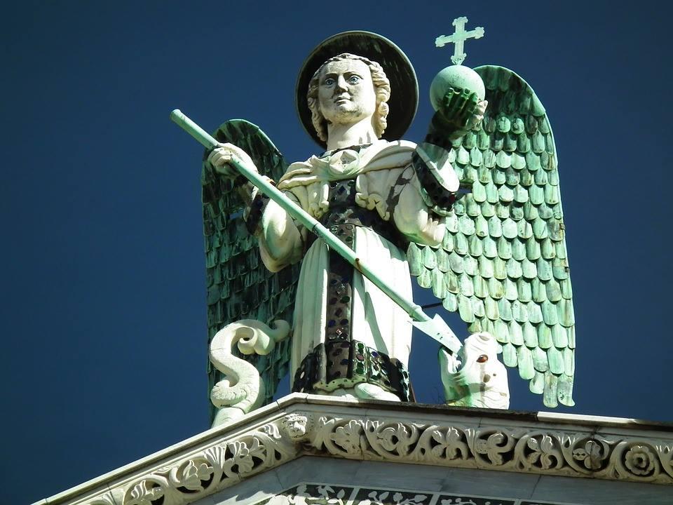 Statua di San Michele Lucca