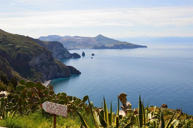 Isola di Lipari vista mare
