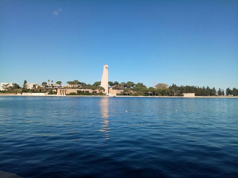 Vista sul monumento al marinaio