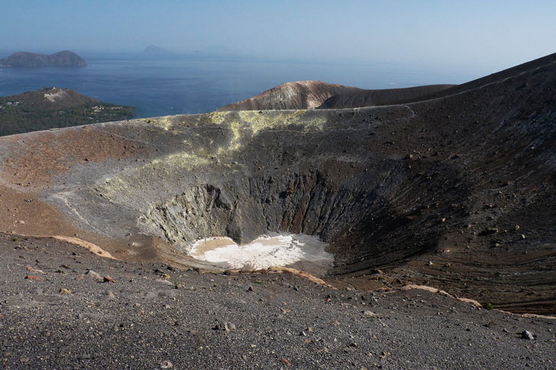 Vulcano Isole Eolie cratere visto dall'alto